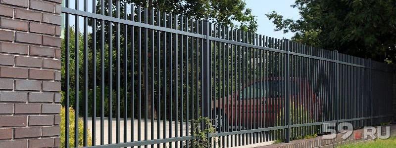 материала забор из металлических прутьев фото этой статье предлагаем