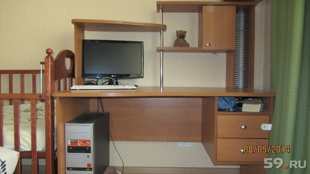 Большой компьютерный стол б/у, фото. цена - 4000.00 руб., пе.